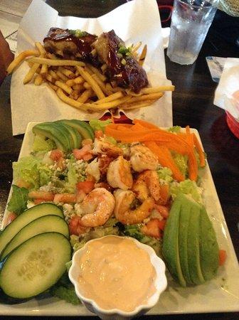9th Island Sports Bar & Grill: Delicious Food