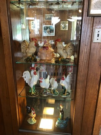 Smithville, OH: Glass display case