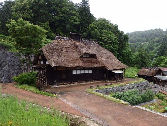 Tamugimata Layered Housing