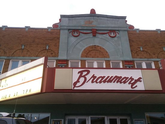 Iron Mountain, MI: The Braumart Theater