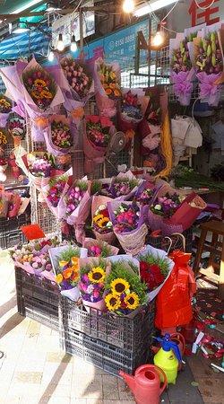 Flower Market Road: Flower market Hong Kong