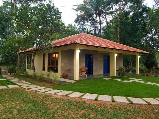 Panamaram, India: Twin blue cottages with lockable interconnected doors