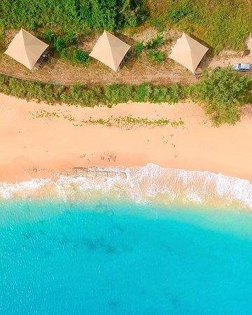 Bremer Island, Australia: Beach Front Tents view
