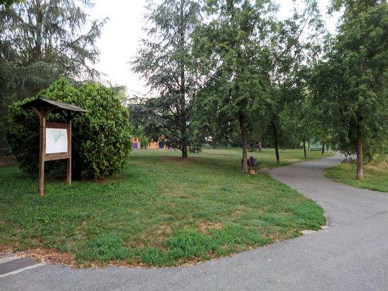 Asti, Italia: Ingresso del parco - via Bistolfi