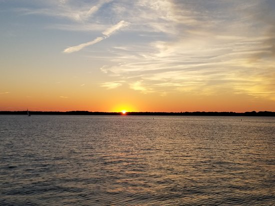 Bayfront Grille: Dinner with a Sunset View