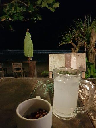 Warung Pantai Batu Belig: 20180729_200309_large.jpg