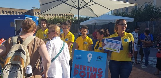 Civitatours: The meeting point, look for the yellow t-shirts!
