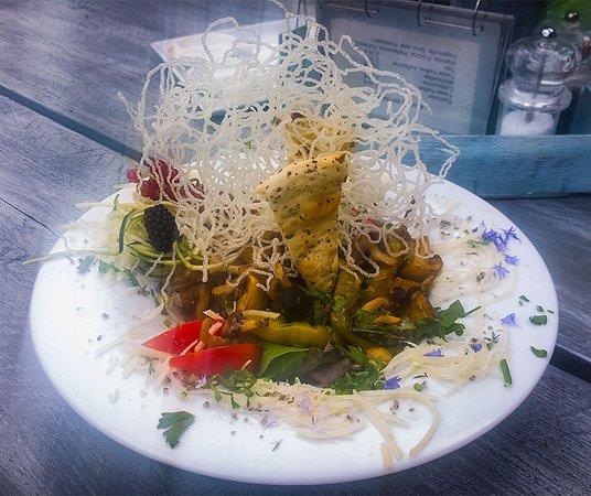 Gnarrenburg, Deutschland: Fresh salad with grilled mushrooms