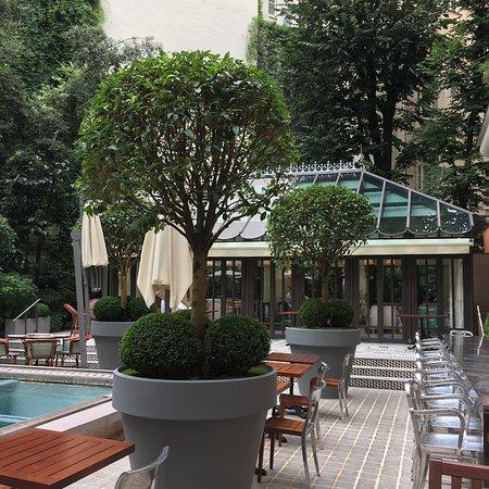 Le Royal Monceau-Raffles Paris: Superbe hôtel au centre de Paris Les mets sont délicieux le service de qualité  Un plaisir