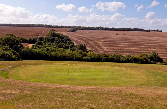 Walmer & Kingsdown Golf Club: One of the sunken greens on he course