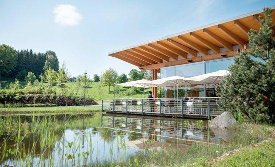 Geinberg, Austria: Terrasse des Haubenrestaurant AQARIUM