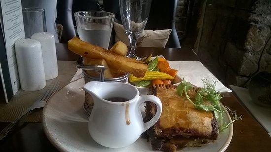 Blenkinsopp Castle Inn & Bistro: Steak and Ale Pie