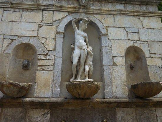 Fontana Venere Ciprea (Quattru Cannola): Détail représentant Venus et Cupidon