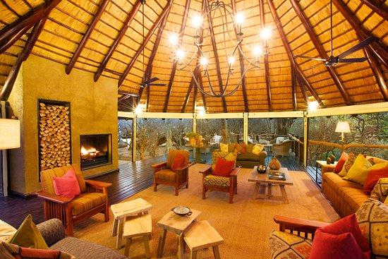 Kapama Buffalo Camp: Buffalo Camp Fire Place