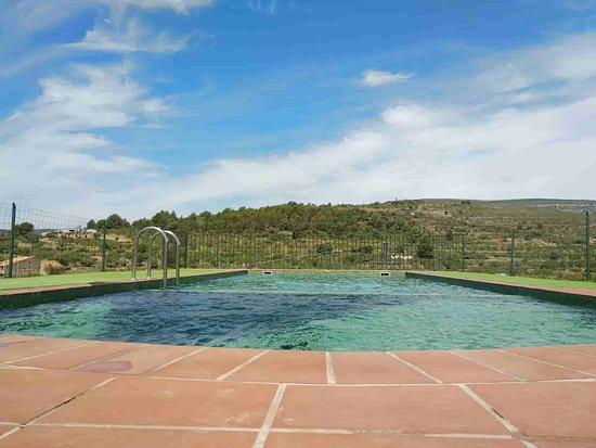 Vilar de Canes, Испания: Piscina y paisaje