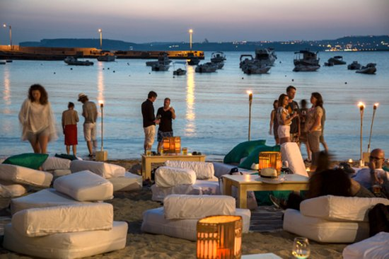 Ramla Bay Resort: Chill out set up every evening at our private sandy beach. Seasonal May to October