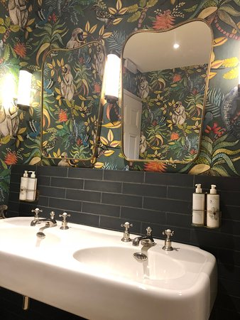 Crudwell, UK: Bathroom decor