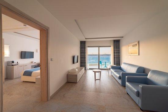 Ramla Bay Resort: Suite Sea View