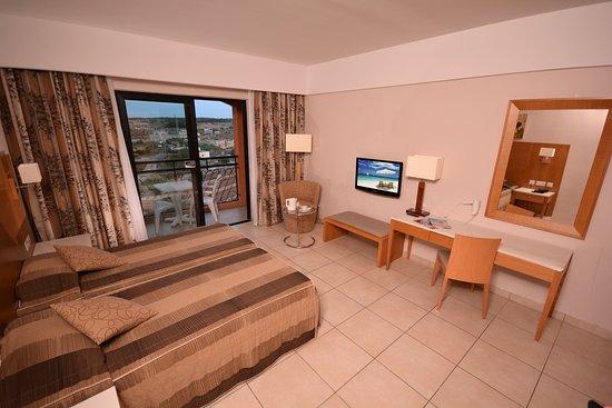 Ramla Bay Resort: Twin Country View room (standard room)
