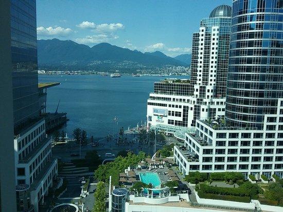 Auberge Vancouver Hotel: 20180725_003210_large.jpg