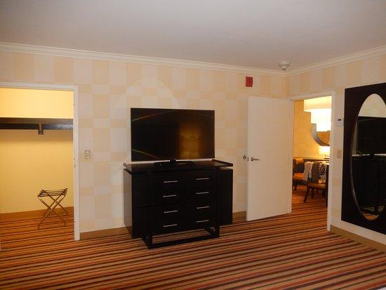 Iselin, نيو جيرسي: Ambassador Suite 522
