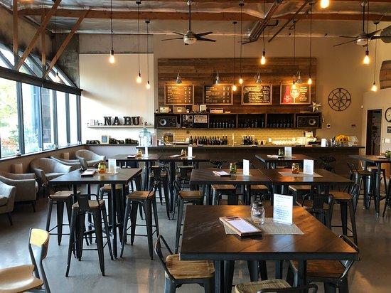Westlake Village, CA: Tasting room view