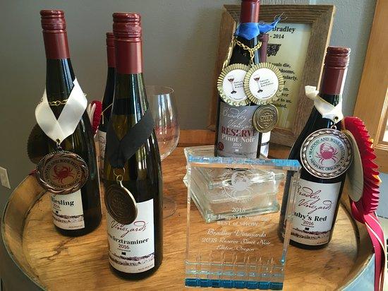 Elkton, Орегон: Award winning wines from Bradley Vineyards