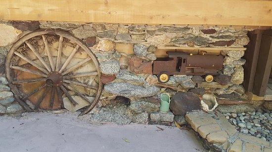 Brookdale, Kalifornien: Wall on the outside of bar