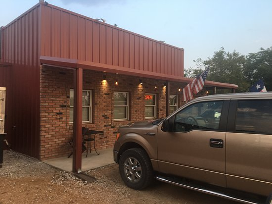 Tioga, TX: Unassuming building......Amazing food and even better people!