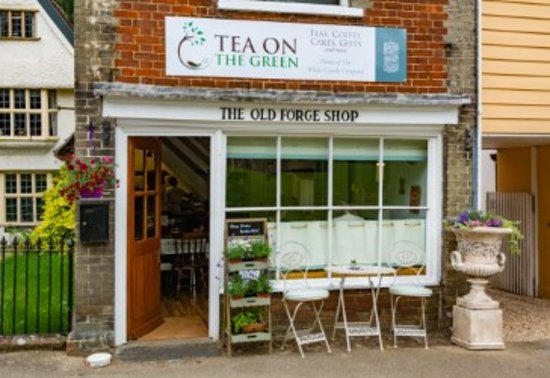 The White Candle Company : The ground floor, offering a small tea room, overlooking the renowned Village Green.
