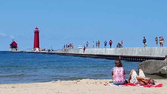 Grand Haven Lighthouse and Pier: lighthouse and pier