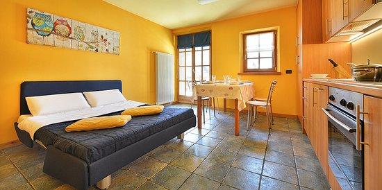 Soggiorno con divano letto - Picture of Chalet Matteo ...
