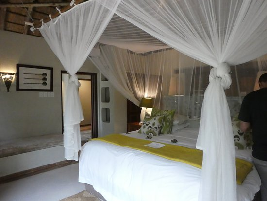 Simbambili Game Lodge: beautfiul room, very comfortable, great bed, luxurious bathroom too -didn't have a picture of it