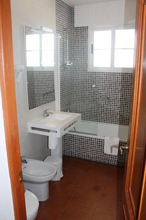Aparthotel Villa Cabicastro: baño