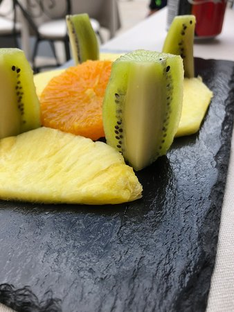 Pestana Vintage Porto: Side of fresh fruit for lunch.