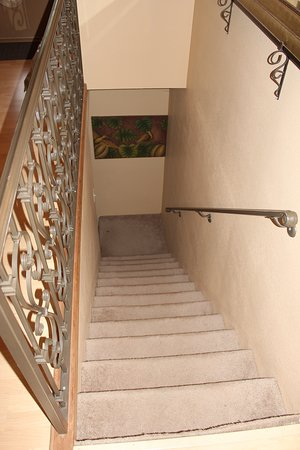 Glenwood, Арканзас: Stairs to the downstairs area