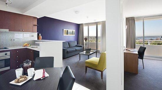 Cremorne, Australia: One Bedroom Apartment with Harbour views