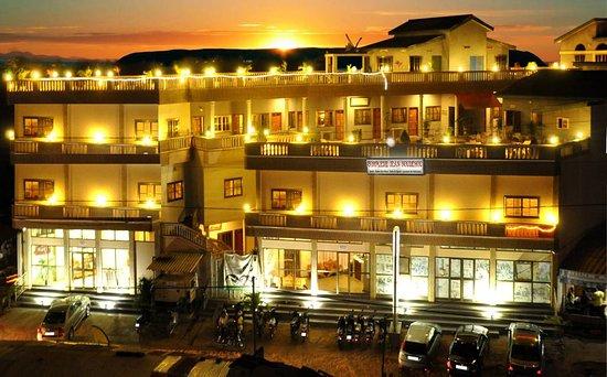 Royal Space Hotel est le grand hotel de la communne d'Abomey-calavi et à 5 minutes de Ganvié