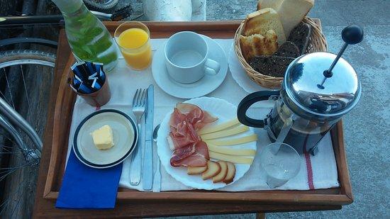 Regneville-sur-Mer, France: Nous proposons les petits déjeuners classiques, ou à nombreuses variantes....