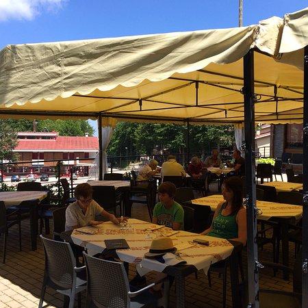 Prati di Tivo, Италия: Sympathique endroit: service super sympa. Vue géniale. Que des italiens en vacances.