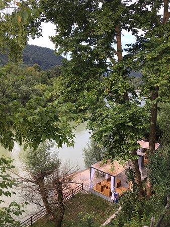 Cazin, Bosnien-Herzegovina: By the river