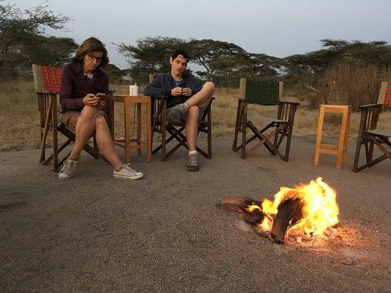 Ndutu Safari Lodge: Le feu de camp allumé chaque soir