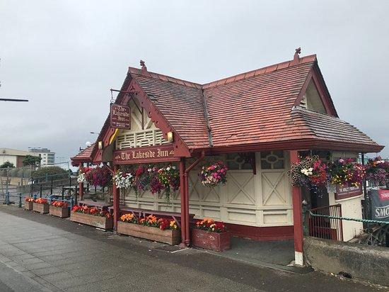The Lakeside Inn: The bar