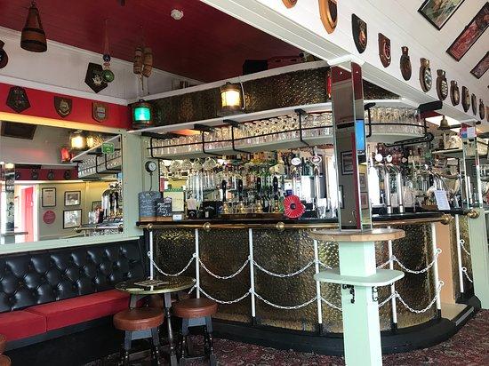 The Lakeside Inn: Inside