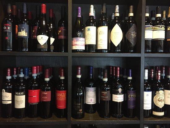 Hotel Pergola: Das Restaurant bietet zahlreiche Weine aus der Region zu fairen Preisen an.