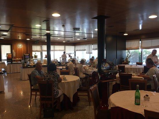 Hotel Pergola: Blick in den Frühstücksaal