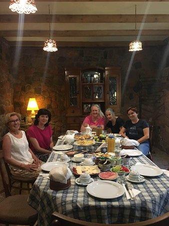 Villa Delenda: Riklig frukost med andra gäster.