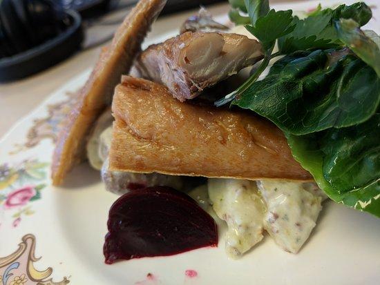 Otford, UK: Amazing salmon and potato salad