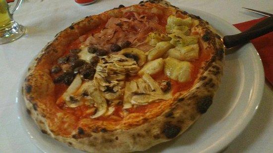Don Camillo Italian Restaurant Pizza : Ottima Pizza con cornicione