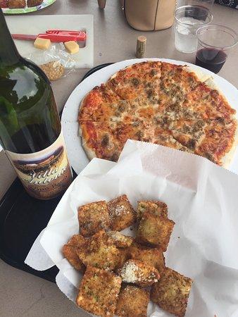 Hillsboro, Миссури: Delicious toasted ravioli and pizza